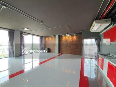 For Rent - Roomy 1-BR Apt. near BTS Ekkamai (ID 455531)