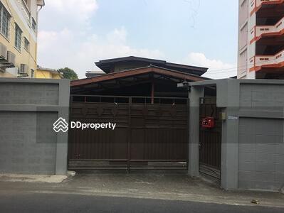 ให้เช่า - บ้าน 6 นอน ห้องใหญ่ ใกล้ BTS ห้าแยกลาดพร้าว ขั้นต่ำ 6 ด. (ID 425388)