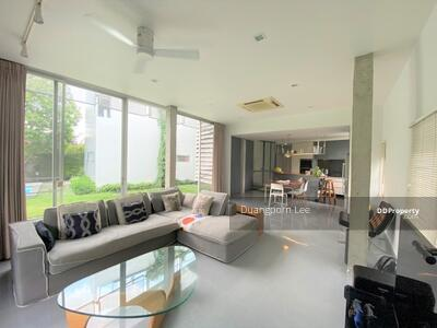 For Sale - [For Sale] 199 sq. wa modern House at Sukhumvit 101 Near Punnawithi BTS with Beautiful Garden and Swimming Pool