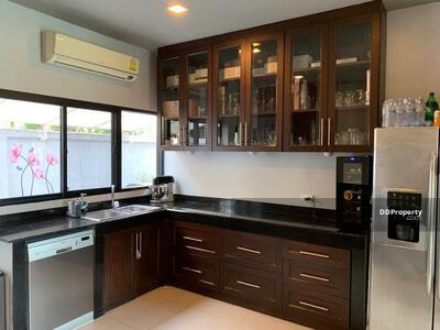 For Rent - Spacious 5-BR House near BTS Ratchathewi (ID 462477)