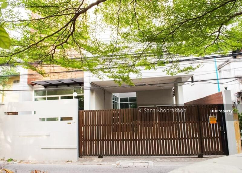 NICE DETACHED HOUSE IN THONG LO FOR RENT #88645628