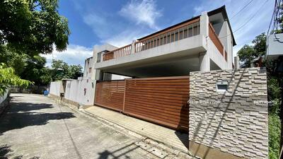 For Sale - Big house for sale, good for residential or home office, size 104 square meters, Mittraphap Village Soi 9 Srinakarin 38, 800 meters to Srinakarin road and BTS Srinakarin station.