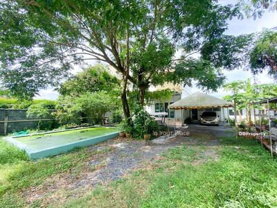 For Sale - 2 storey detached house for sale, with a deck, a fish pond in front of the house, 5x5 meters, good feng shui, shady nature, 180 square wah