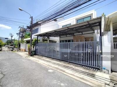 For Sale - ขาย บ้านเดี่ยว ใกล้ แยกสุทธิสาร 600 ม ซ. อุดมเกียรติ 155 ตรม. 45 ตร. วา ใกล้ MRT สุทธิสาร แต่งสวยมาก จอดรถได้ 3 คัน