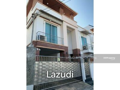For Sale - 4 Beds 400 Sqm Detached House in Ratchada For Sale