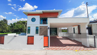 For Sale - CO0832 - Two storey House for sale with 3 bedrooms and 3 bathrooms. - Utility space in 70 sq. w. and 285 sq. m. - Only 10-15 minutes into the town.