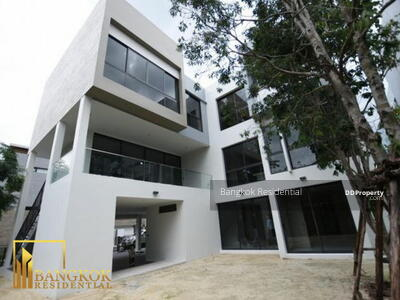For Sale - 5 Bed Single House For Sale in Ratchada BR27597SH