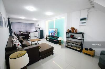 For Rent - Large 2-BR House near BTS Victory Monument (ID 496937)