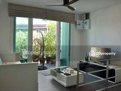 For Rent - Large 3-BR Townhouse near BTS Ekkamai (ID 500580)
