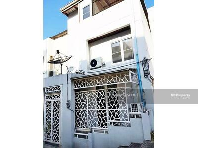 For Sale - Roomy 3-BR House near BTS Punnawithi (ID 534763)