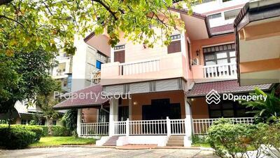 For Rent - Roomy 4-BR House near BTS National Stadium (ID 532643)