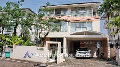 For Sale - Pet Friendly   Moo Baan Home Place House 3 Bedrooms For Sale BTS Phra khanong in Sukhumvit Bangkok
