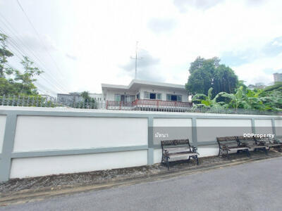 For Sale - Very cheap sale, single house, Soi Wattana Niwet 4, Suthisan Road, 169 sq. wa. , suitable for living or office.
