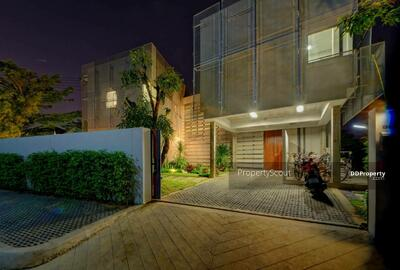 For Sale - Roomy 4-BR House near BTS Punnawithi (ID 566569)