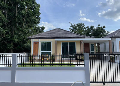For Sale - 3C4MG0250 Single-Storey House for sale. There are 2 bedrooms and 2 bathrooms with a modern designed.